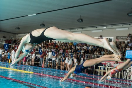 MILAN -AUGUST 2: swimmers  starting  in Swimming Race on August