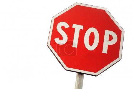 Photo pour Panneau de signalisation stop sur un backfground blanc - image libre de droit