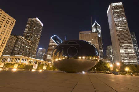 Landscape view of Clouds Gate at Millenium Park in Chicago