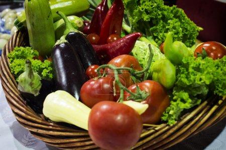Photo pour Légumes dans l'ensemble - image libre de droit