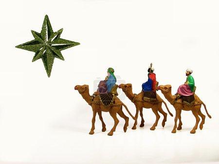 Photo pour Trois rois mages suivant une étoile de Bethléem - image libre de droit