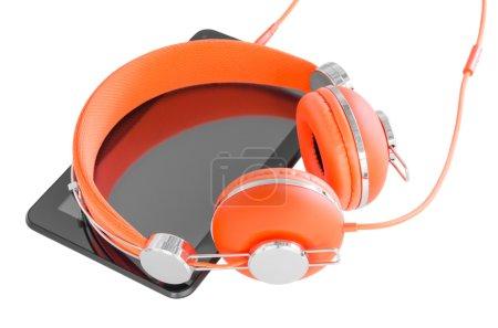 Photo pour Casque orange vif et tablette noire pc pour la formation professionnelle mobile isolé sur blanc - image libre de droit