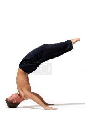 Photo pour Danse de rupture style danseur posant - image libre de droit