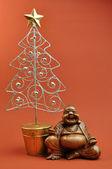 Ost trifft west - Buddha mit Weihnachtsbaum