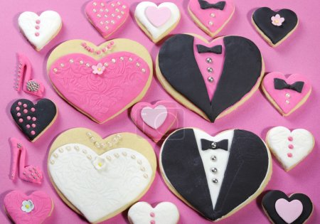 Bride and grrom wedding party heart cookies