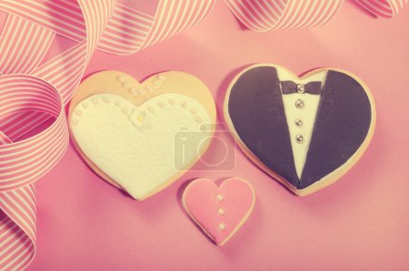 Delicious wedding party bride and groom pink, white and black he