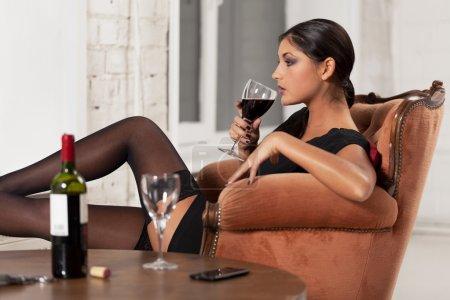 Photo pour Femme attendant que l'homme vienne - image libre de droit