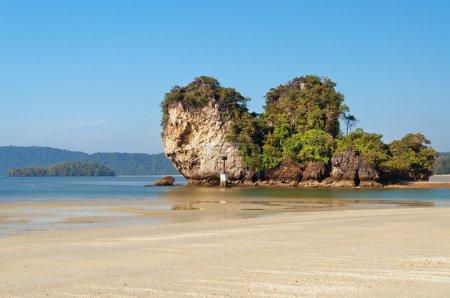Islands at Noppharat Thara Beach