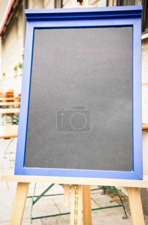 Photo pour Tableau noir vide (tableau des menus) dans un restaurant - joli backgroud avec espace pour le texte - image libre de droit
