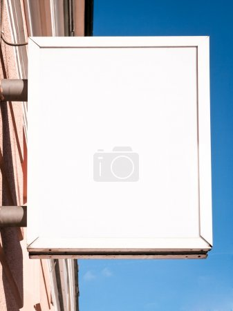 Photo pour Nouveau panneau de magasin avec espace pour le texte - image libre de droit