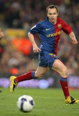 Photo pour Andres iniesta futbol international espagnol Barcelone joueur en action lors du match opposant le fc Barcelone et Séville fc au stade camp nou à Barcelone, Espagne. 22 avril 2009 - image libre de droit