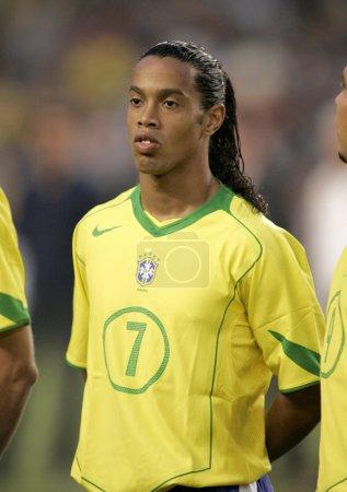 Photo pour Joueur brésilien Ronaldinho portrait avant le match amical entre la Catalogne vs le Brésil au stade Nou Camp à Barcelone, Espagne. 25 mai 2004 - image libre de droit