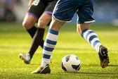 Zwei Fußball-Spieler vie