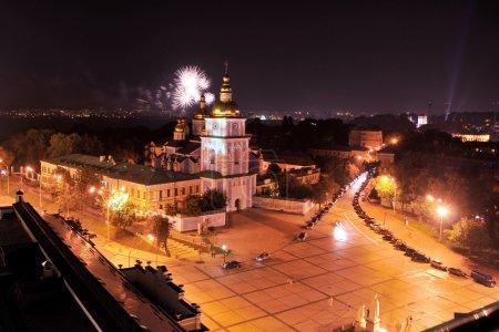 Photo pour Église St. mikola à vue de nuit de toit - image libre de droit