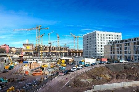 Photo pour Grues énormes sur le chantier de Stuttgart - Allemagne - image libre de droit