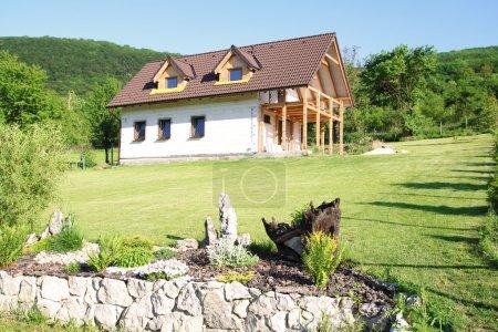 maison écologique dans la nature
