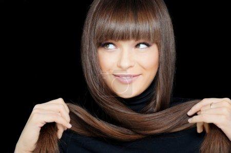 Foto de Cara cerca de la bella mujer sonriente con el pelo largo - Imagen libre de derechos