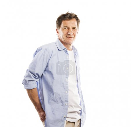 Photo pour Portrait de Senior homme casual style, studio, coup, isolé sur fond blanc - image libre de droit