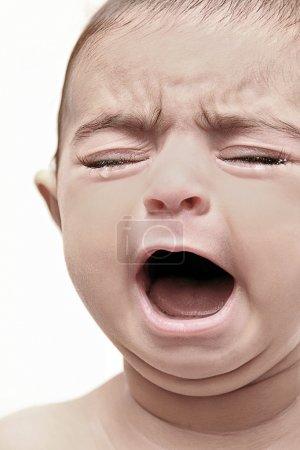 Photo pour Bébé les yeux fermés, crier. - image libre de droit