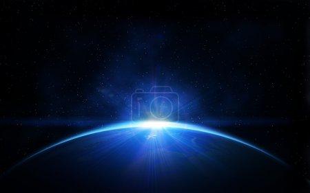 Photo pour Planète terre avec lever de soleil brillant dans l'espace noir - image libre de droit