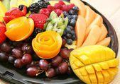 Számos friss gyümölcs a lemez