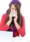 Beteg Woman.Flu.Woman hideg fogott. Tüsszentés be zsebkendőt. Fejfájás. Vírus. Gyógyszerek