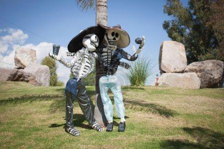 Photo pour Squelettes est un attribut obligatoire de la traditionnelle fête des morts - image libre de droit