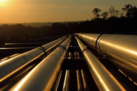 Photo pour Raccordement de pipeline à partir du champ de pétrole brut - image libre de droit