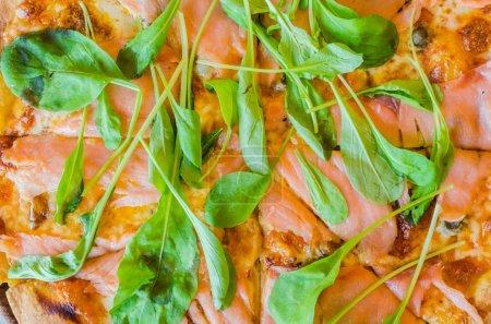 Pizza smoke salmon