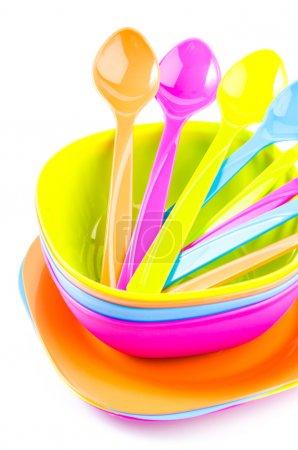 Photo pour Couleur vaisselle plastique vaisselle, cuillère, fourchette - image libre de droit