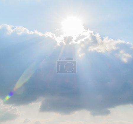 Photo pour Soleil nuages flare - image libre de droit