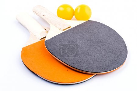 Photo pour Ping-pong boule de table sur fond blanc isolé - image libre de droit