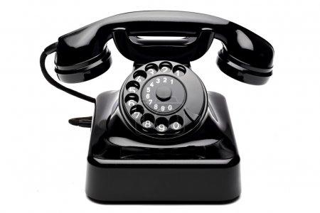 Photo pour Ancien téléphone à cadran rotatif - image libre de droit