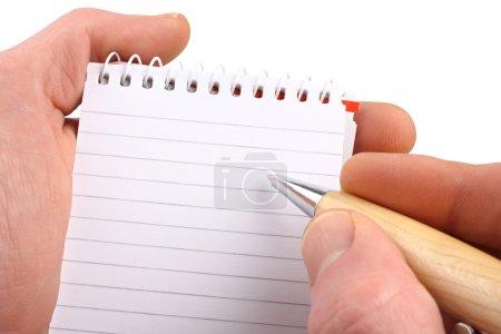 Photo pour Mains avec bloc-notes de stylo à bille sur fond blanc isolé . - image libre de droit