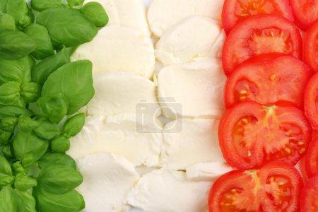 Photo pour Ingrédients de la cuisine italienne formant le drapeau italien - image libre de droit