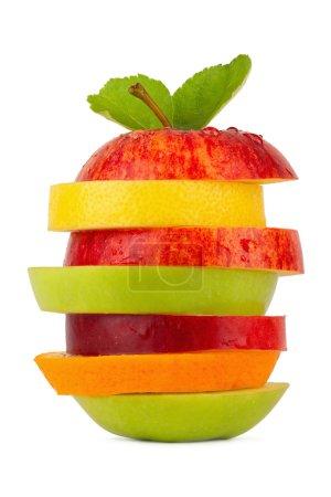 Photo pour Empilement de tranches de fruits sur fond blanc - image libre de droit
