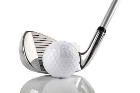 Photo pour Club de golf avec ballon sur fond blanc - image libre de droit