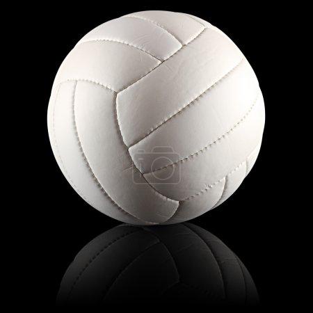 Photo pour Un volley blanc sur fond noir - image libre de droit