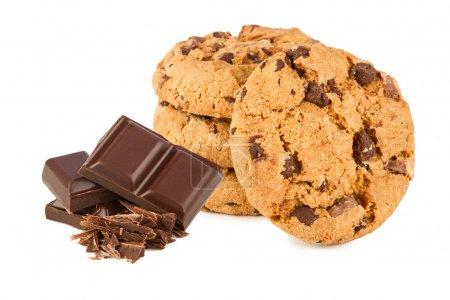 Photo pour Biscuits au chocolat avec du chocolat en face de fond blanc - image libre de droit