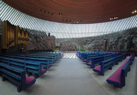 Photo pour Intérieur de l'église de temppeliaukio (église de la roche) à helsinki, Finlande - image libre de droit