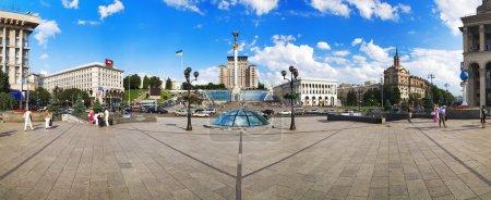 Photo pour Panorama de la place de l'indépendance à kiev, ukraine - image libre de droit