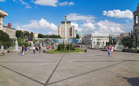 Photo pour Place de l'indépendance à kiev, ukraine - image libre de droit