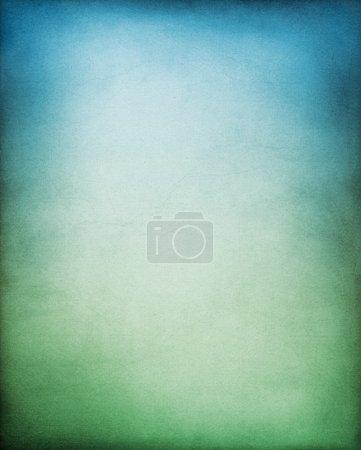 Photo pour Un backgrouund de papier avec une gradation bleue à verte . - image libre de droit