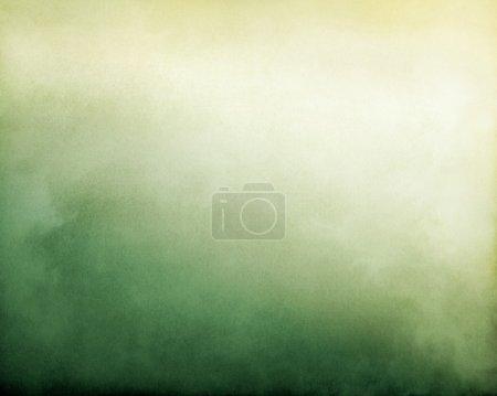 Foto de Niebla y nubes sobre un verde a amarillo textura fondo degradado. imagen muestra un agradable grano de papel y textura - Imagen libre de derechos