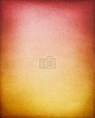 Photo pour Un fond vintage en papier texturé avec un dégradé jaune-brun à rouge. Voir mon portfolio pour d'autres variations de couleur de ce fond . - image libre de droit