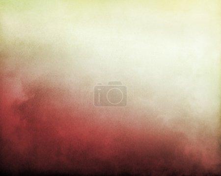 Photo pour Brouillard et nuages sur fond de gradient texturé rouge à blanc jaunâtre vif. L'image affiche un grain et une texture de papier significatifs à 100 % . - image libre de droit