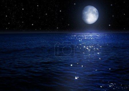 """Photo pour La lune dans le ciel de nuit """"les éléments de cette image fournie par la nasa"""" - image libre de droit"""