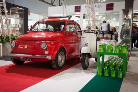 Fiat 500 car and Vespa