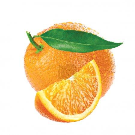 Photo pour Orange tranche et feuilles isolé fond blanc - image libre de droit