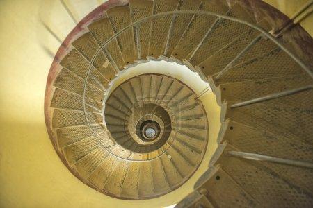 Photo pour Afrique, Sanganeb lightouse enroulement spirale escalier - image libre de droit